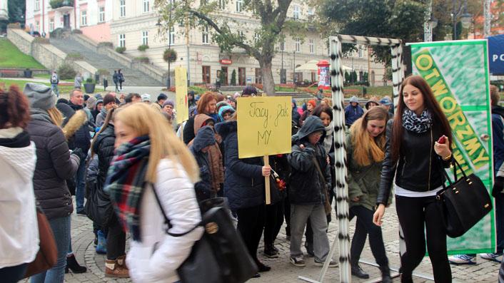 Akcja solidarności z chorymi na schizofrenię odbyła się na przemyskim Rynku [Galeria zdjęć]