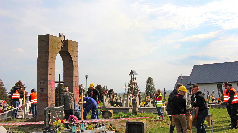 В Польше демонтировали памятник воинам УПА