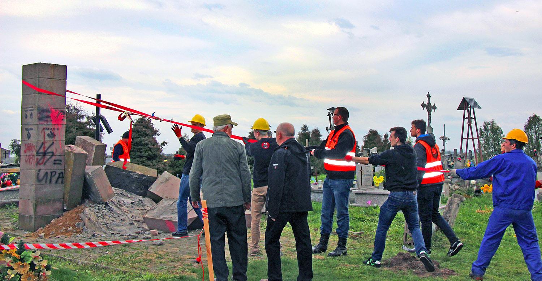 В Польше снесли памятник ОУН-УПА