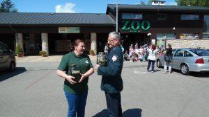przekazanie-pijawek-do-zoo