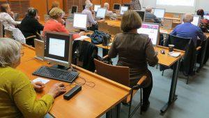 W Przemyślu ruszą bezpłatne zajęcia dla seniorów – obsługa podstawowa komputera i internetu