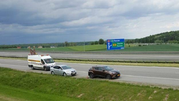Skradziona Toyota porzucona na autostradzie niedaleko Przemyśla
