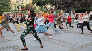"""Flash mob """"Mix Dance"""" na Placu Niepodległości w Przemyślu [galeria zdjęć]"""