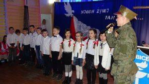 W SP w Babicach odsłonięto tablicę upamiętniającą 100. rocznicę Odzyskania Niepodległości przez Polskę [zdjęcia]