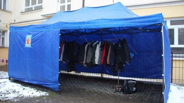 """W Przemyślu ruszyła akcja """"Wymiana ciepła"""" – podziel się ubraniami z potrzebującymi"""