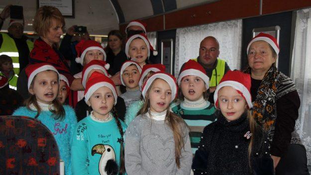 Dzieci z Niżankowic przybyły do Przemyśla na spotkanie ze św.Mikołajem [zdjęcia]
