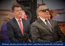 Od lewej: sekretarz gminy Leszek Urban i wójt Mariusz Śnieżek - fot. fredropol.pl