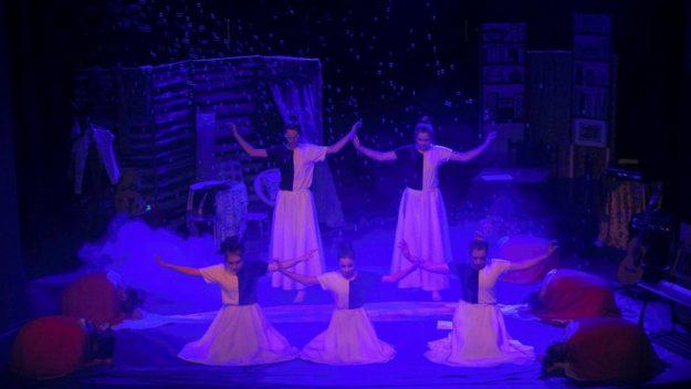 """Spektakl """"Ku Wolności"""" w wykonaniu wychowanek z Młodzieżowego Ośrodka Socjoterapii [galeria zdjęć]"""