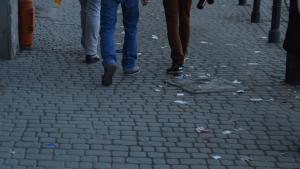 Niedopuszczalny stan czystości miejskich chodników